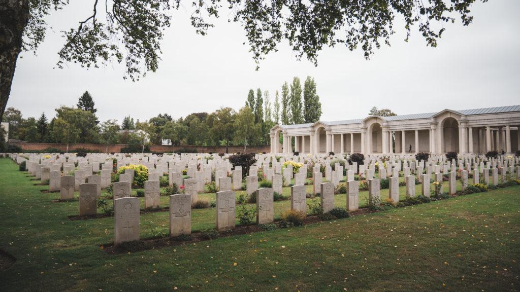 Cimetière Militaire du Faubourg d'Amiens. Lieu d'hommage et de recueillement.
